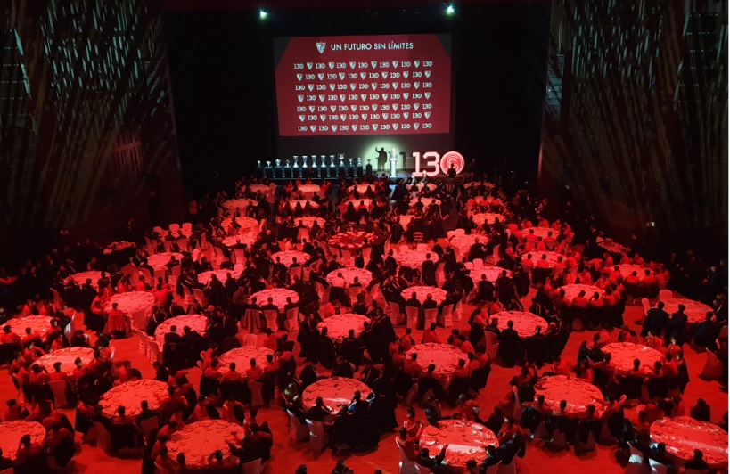 Cena en auditorio banquete 800 pax